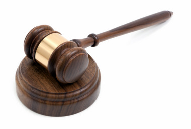 GAVEL AND SOUND BLOCK © Creativeye99  | iStockPhoto.com